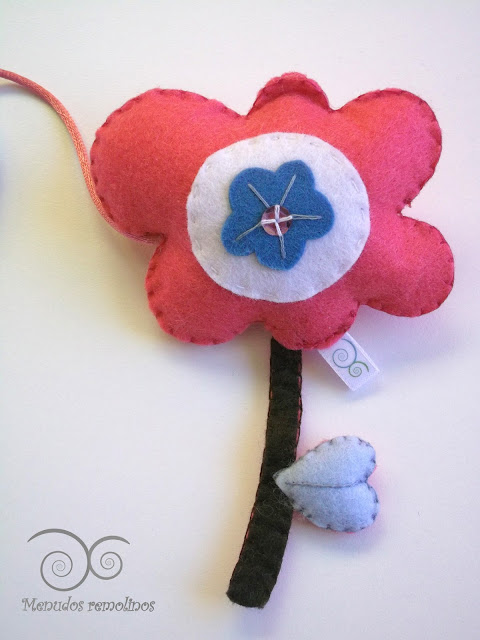 Detalle flor (nombre de fieltro)