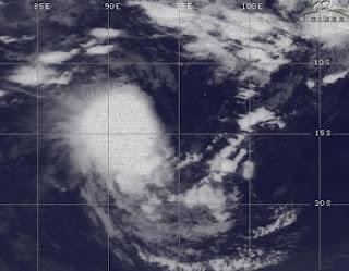 Tropischer Sturm 16S (potentiell Zyklon JONI) überschreitet 90. östlichen Längengrad, Joni, aktuell, Satellitenbild Satellitenbilder, März, Vorhersage Forecast Prognose, 2012, Indischer Ozean Indik, Zyklonsaison Südwest-Indik,