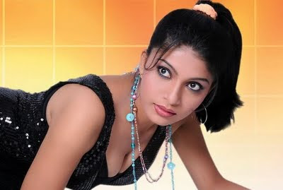 Pooja Roshan Wallpaper