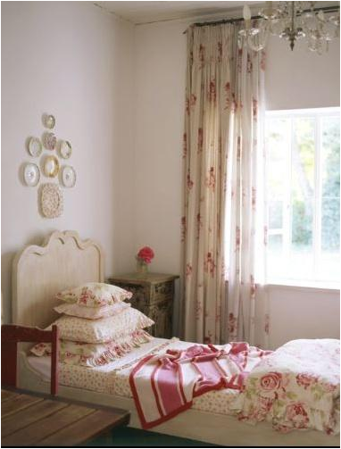 what a nice teen girls vintage style bedroom beautiful