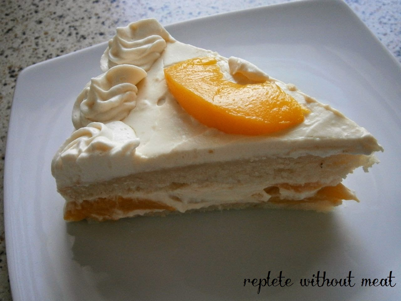 replete without meat pfirsichtorte mit mango maracuja sahnecreme eine fruchtig vegane ostertorte. Black Bedroom Furniture Sets. Home Design Ideas