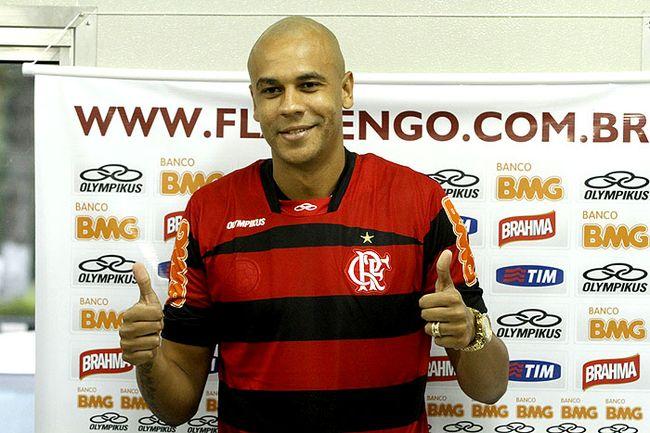 http://4.bp.blogspot.com/-Kr--wE95fow/Tii_5mL8I3I/AAAAAAAABWY/lRYCytb54Jo/s1600/Alex-Silva-Flamengo-Gilvan-Souza_LANIMA20110719_0065_26+%25281%2529.jpg