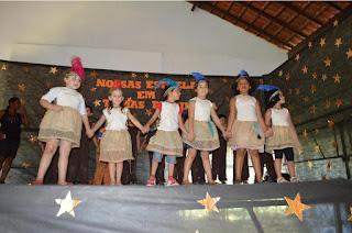 Para comemorar a data, alunos da Escola Pastor Assis Cabral prepararam apresentações que receberam o título de 'Nossas Estrelas em Temas de Cinema'
