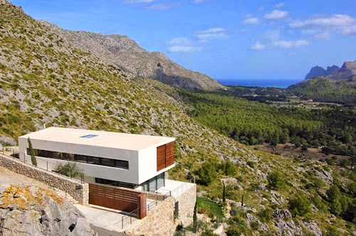 Pollença 115 House by Miquel Lacomba Architects
