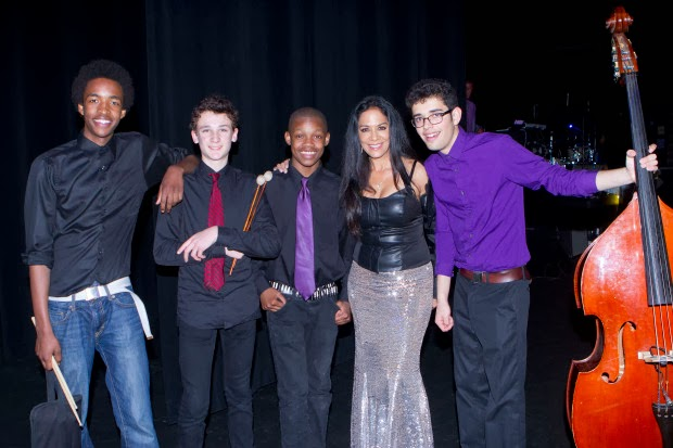 http://postnewsgroup.com/blog/2014/02/11/star-concert-raises-110000-funds-oakland-schools/