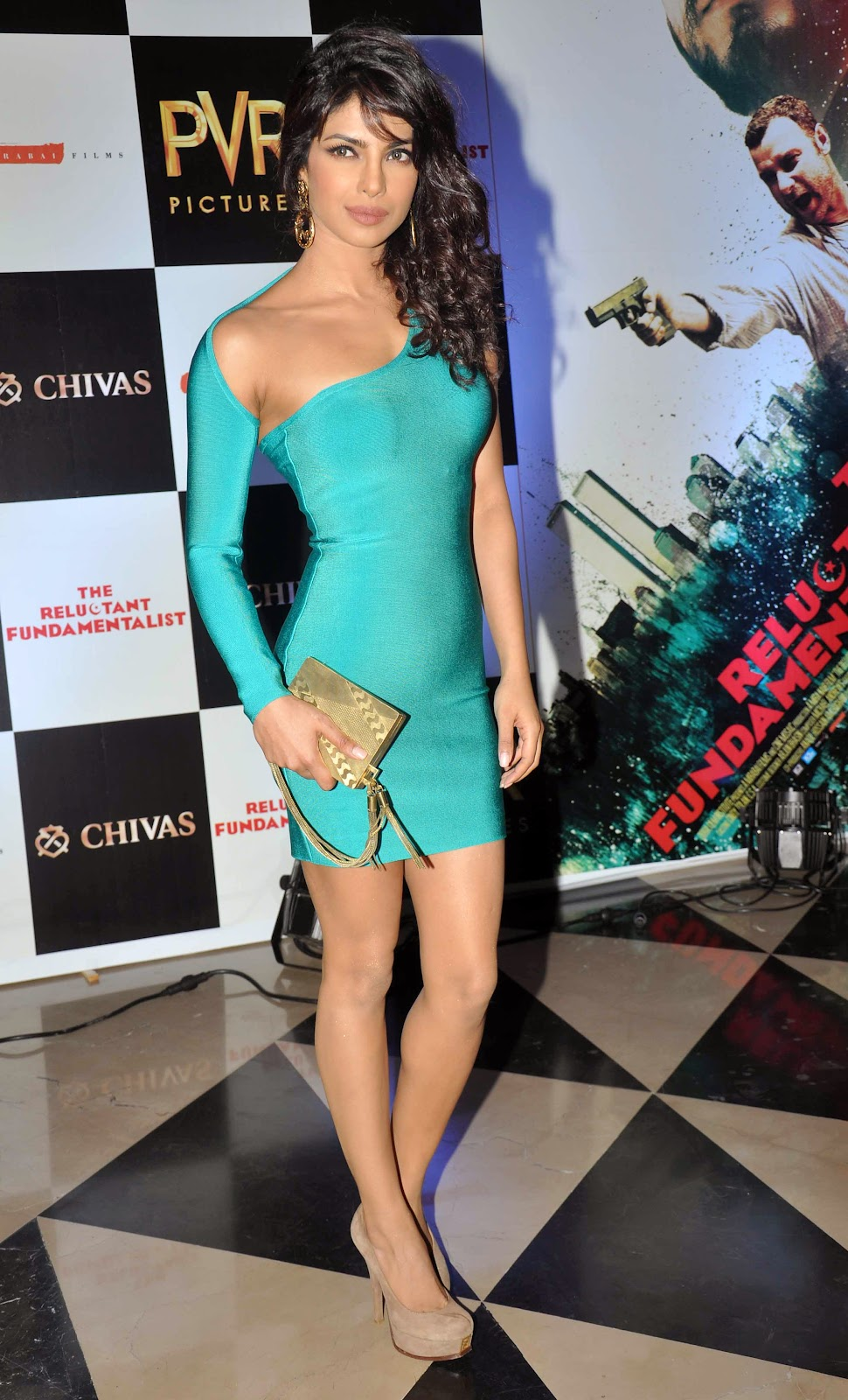 priyanka-chopra-in-tight-sky-blue-mini-dress-flaunting-her-curves