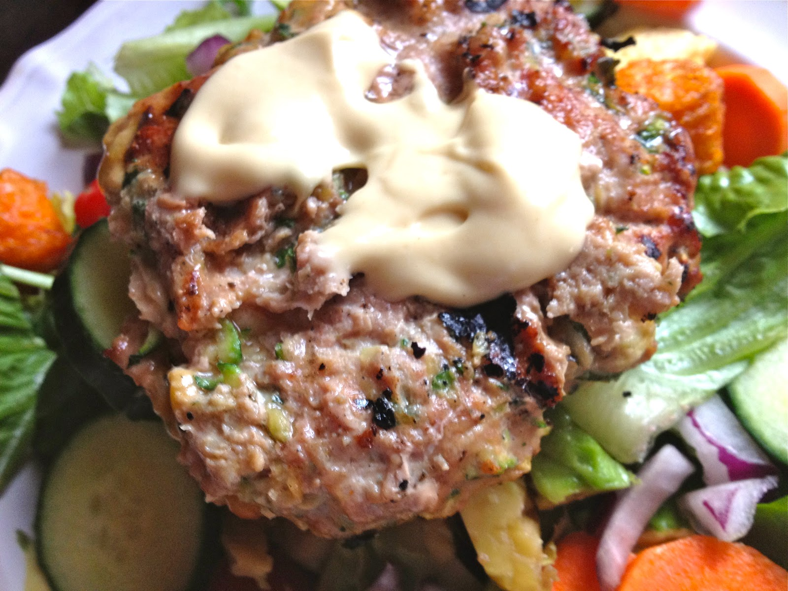 the preppy paleo: Paleo Zucchini Turkey Burgers