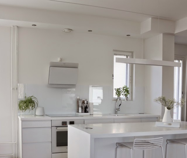 White kitchen cocochicdeco - Precios azulejos cocina ...