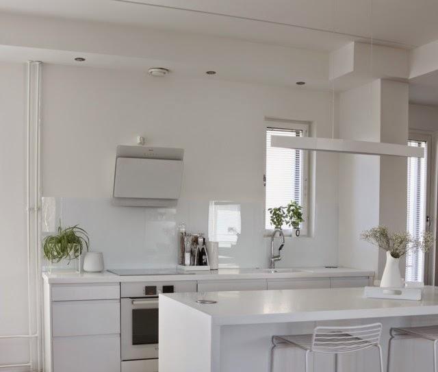 White kitchen cocochicdeco - Precio de azulejos para cocina ...