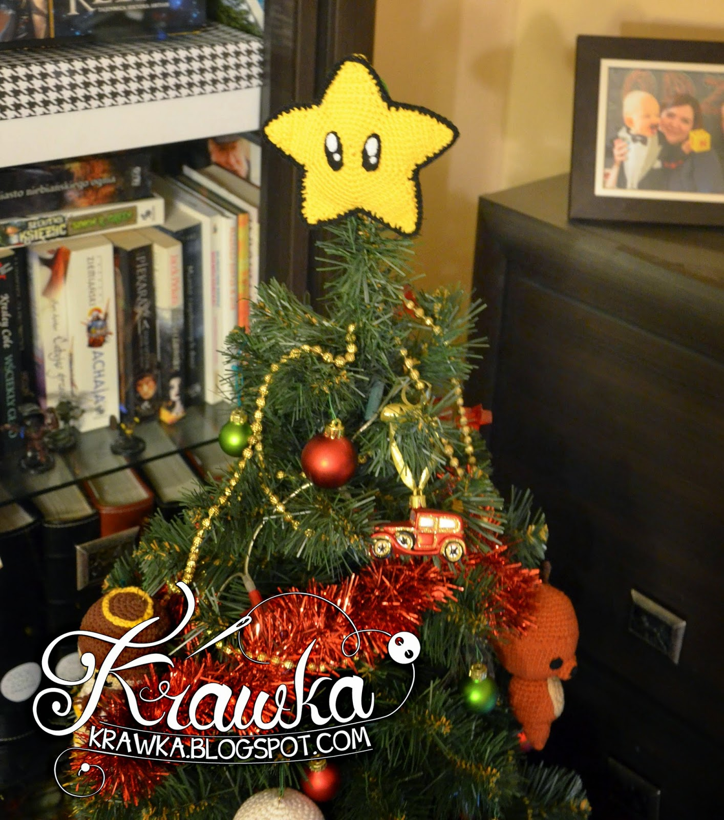 Krawka: Crochet Christmas Tree Ornaments: Snowman, Reindeer, Angels, Santa and Santa's hot wife with the Mario Star on top of the tree.