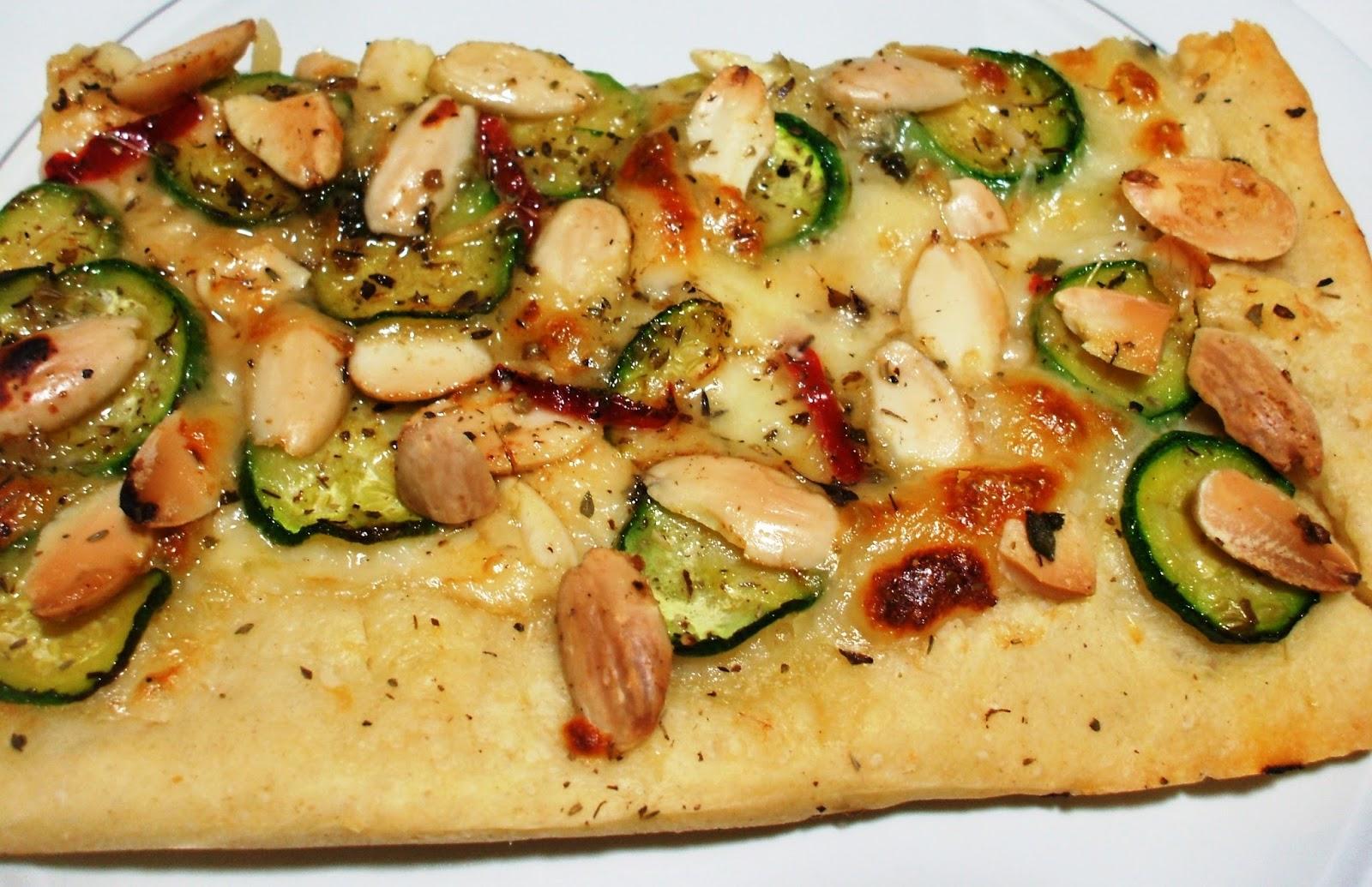 """Populaire Dolci"""" Evasioni: Pizza bianca con zucchine marinate e mandorle JD57"""