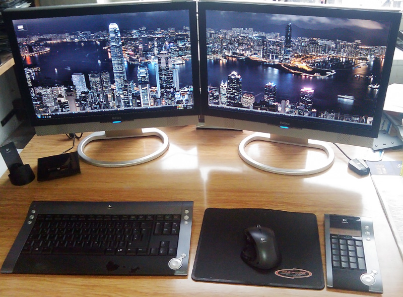 Connecting a monitor between two computers