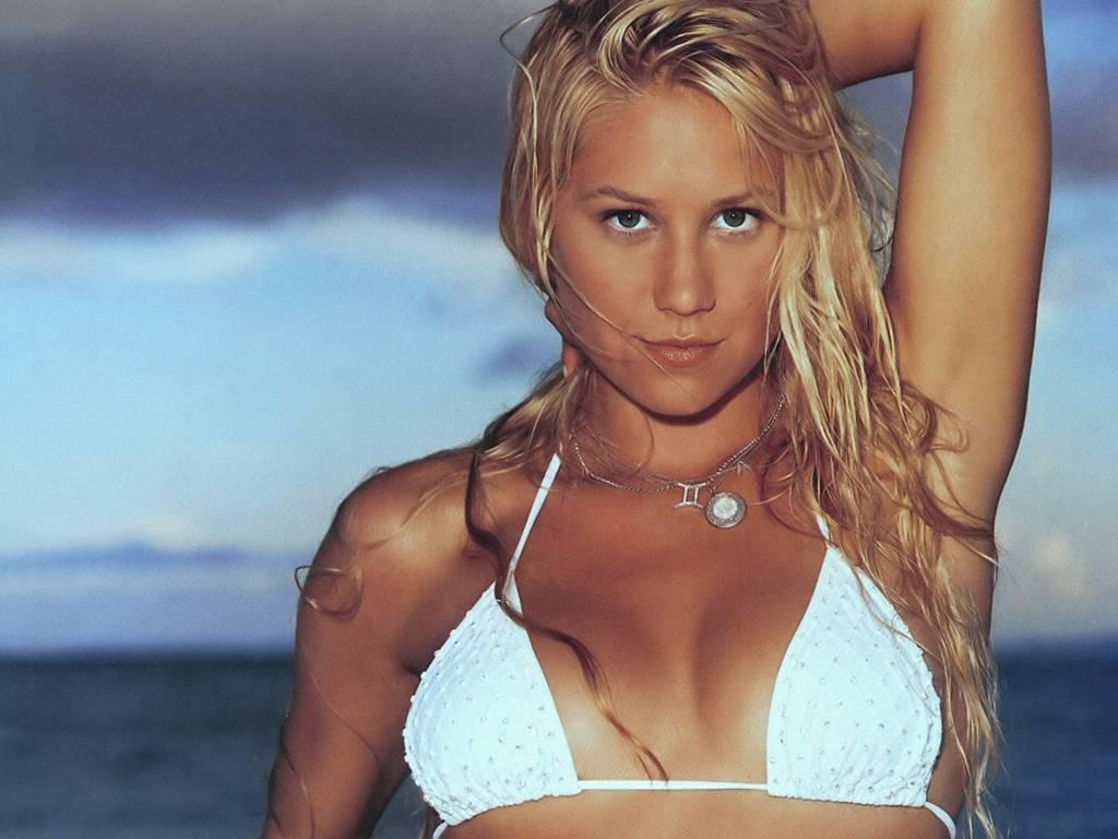 http://4.bp.blogspot.com/-KrwmDH2mbRE/TjAn6J9YcRI/AAAAAAAAAGY/3bSuwQJzK3s/s1600/Anna-Kournikova-in-Bikini-4.JPG