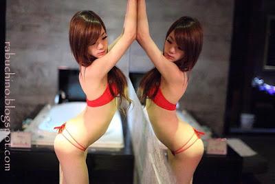 Cewek China Taiwan Pose Hot Jilat Payudara Dan Ngangkang
