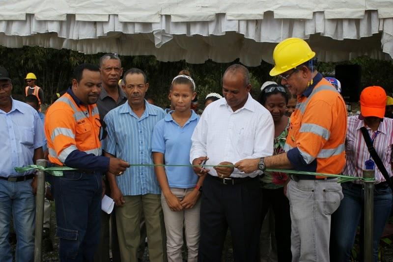 Corporaci n minera dominica cormidom inaugura un vivero for Vivero plantas nativas