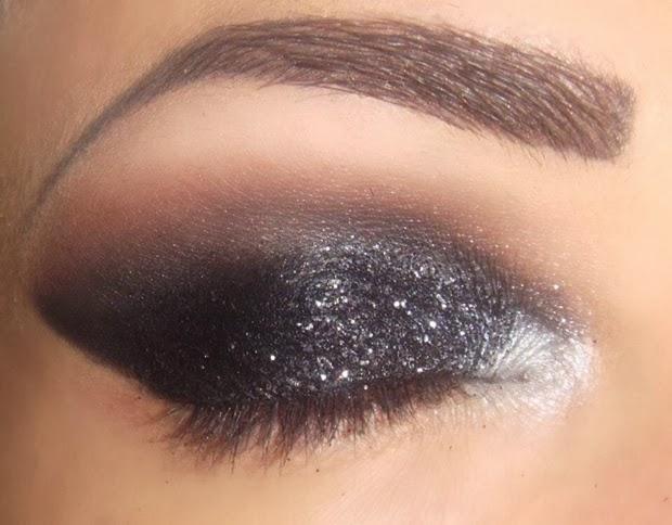 glitter preto contem 1 grama