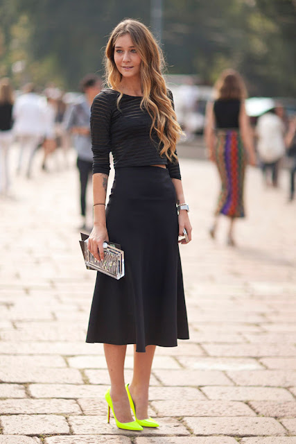 OUTFIT INSPIRATION BLACK TOP AND SKIRT AND FLUO PUMPS