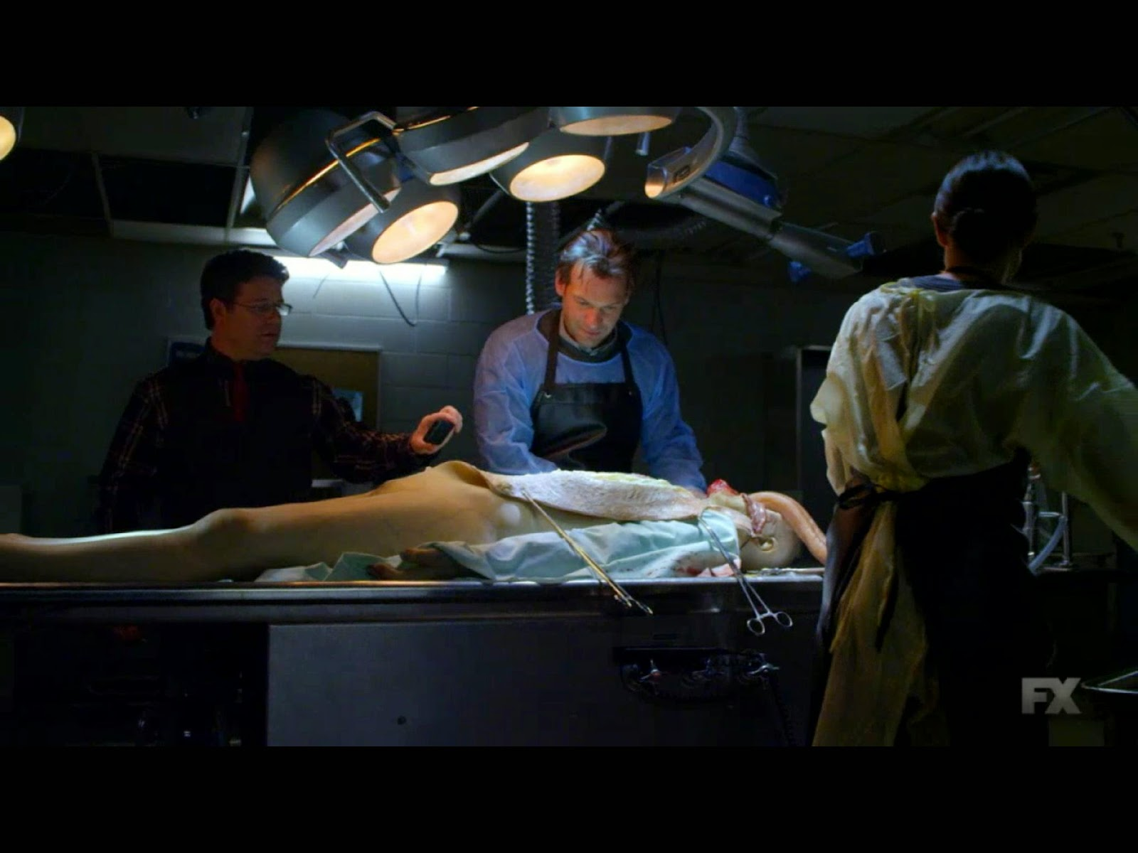 """The Strain - It's Not For Everyone - Review: """"They're Hunting Us"""""""
