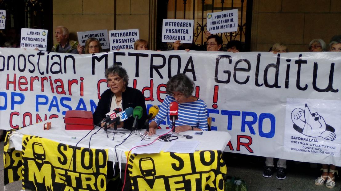 8.916 donostiarrek sinatu dugu Metroa gelditzeko