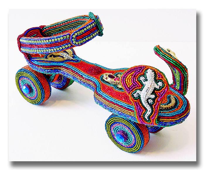 Плести из бисера фенечки, кошельки и ожерелья сейчас умеет каждая школьница, и это умение уже не считается искусством...