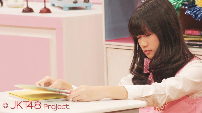 Sonia JKT48 sedang tidur