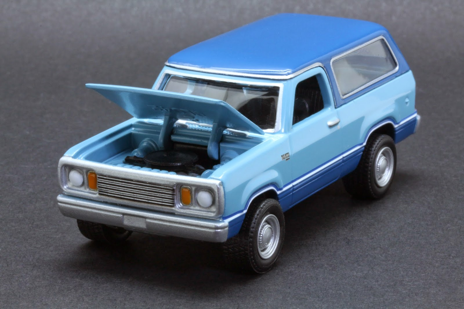 Diecast Hobbist 1977 Plymouth Trail Duster
