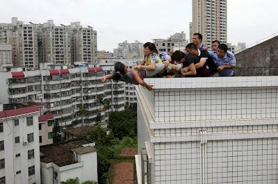 china se quiere lanzar desde un edificio