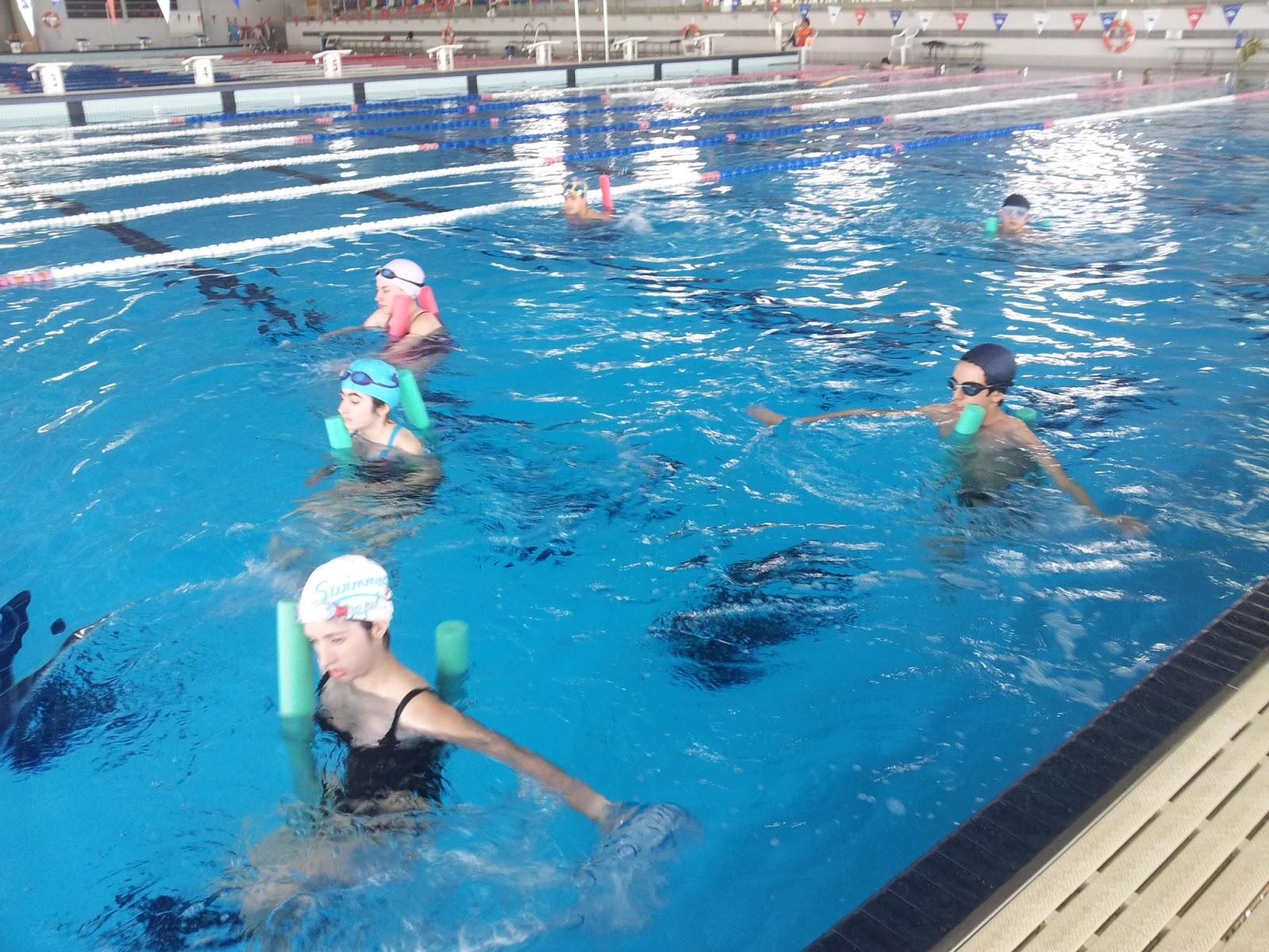 Taller piscina for Ejercicios espalda piscina