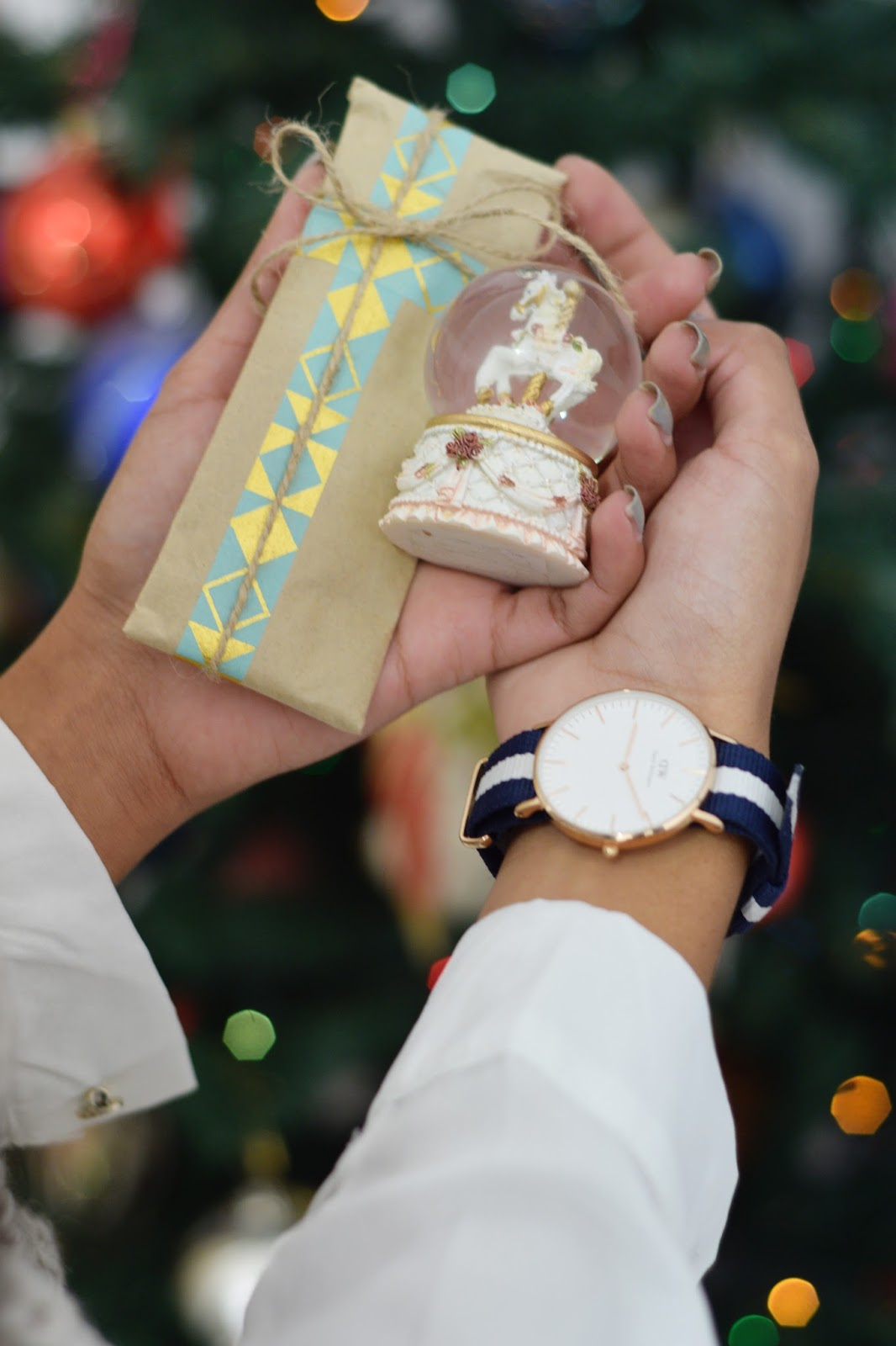 gift wrapping ideas daniel wellington watch snow globe
