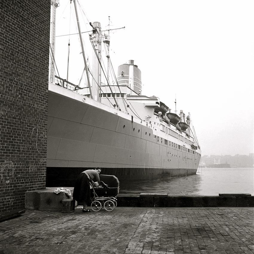 [Image: New+York+1956+vivian+meier.jpg]