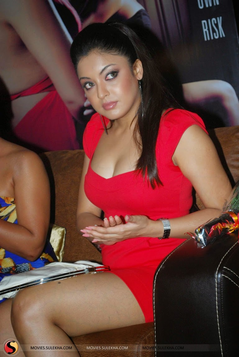 Tanushree Dutta hot red