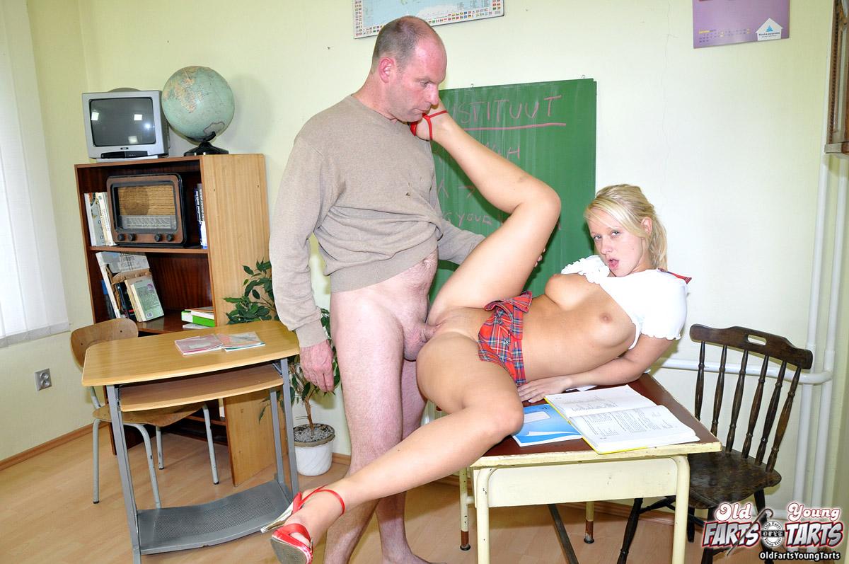 guru ml dengan murid sma dalam kelas