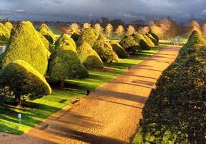 Istana Hampton Court Palace Gardens