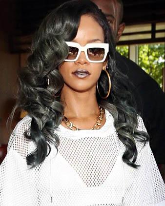 Rihanna buz grisi saç rengi