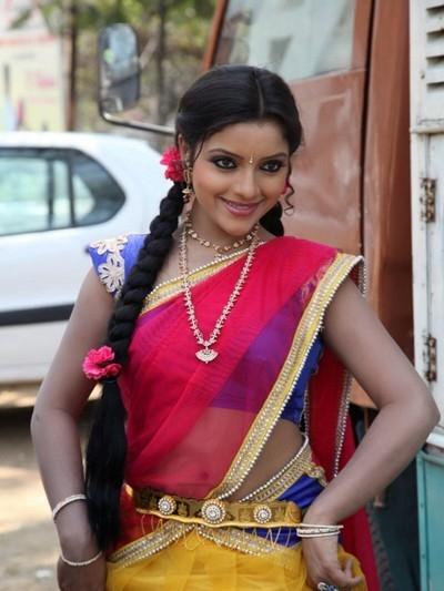 hot telugu actress padmini navel show in half saree stills