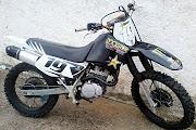 Minha moto de cross trilha também adesivada , com adesivos da rock star .