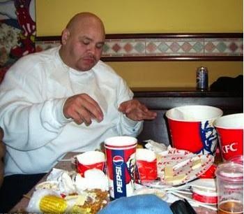 http://4.bp.blogspot.com/-KvH3AyVlVpk/UlVfTdrEAOI/AAAAAAAAE8w/ama_082FgS0/s1600/fat_Joe_KFC.jpg