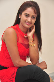 Kaveri Glam pics at Andala chandamama 023.jpg