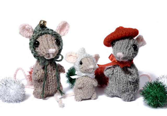 Knitting Patterns For Christmas Mice : Trio of Holiday Mice with Free Knitting Pattern Content in a Cottage