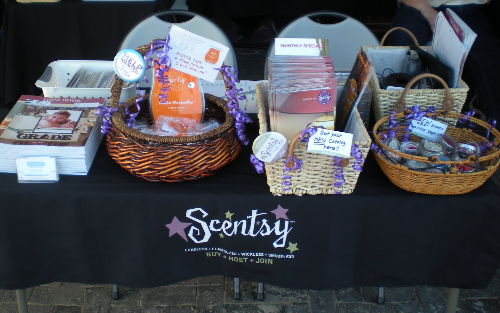 Scentsy Display Boards http://jenrubio.blogspot.com/2011/08/thanks-to-all-who-came-to-see-me-at.html