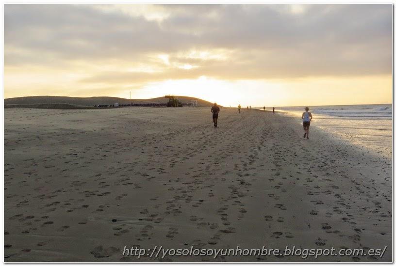 Corriendo por la playa de Maspalomas