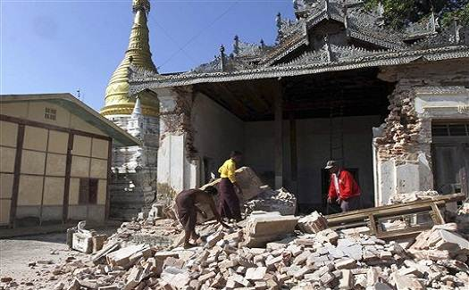 Myanmar_eathquake_2012_photo