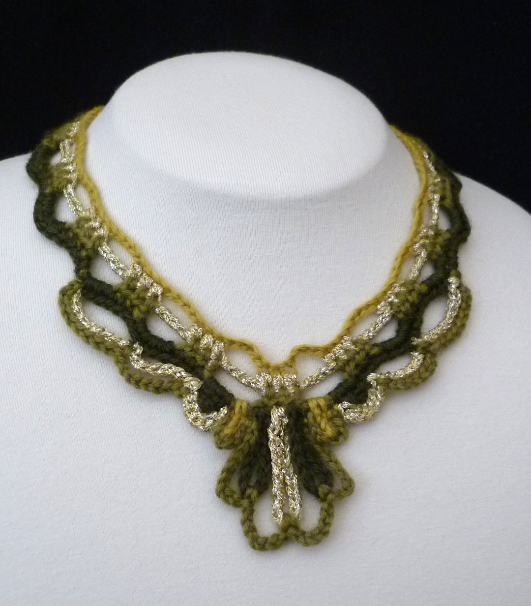 Crochet Necklace : Stitch Story: The Crawford Crochet Necklace Pattern, Now in US Terms!