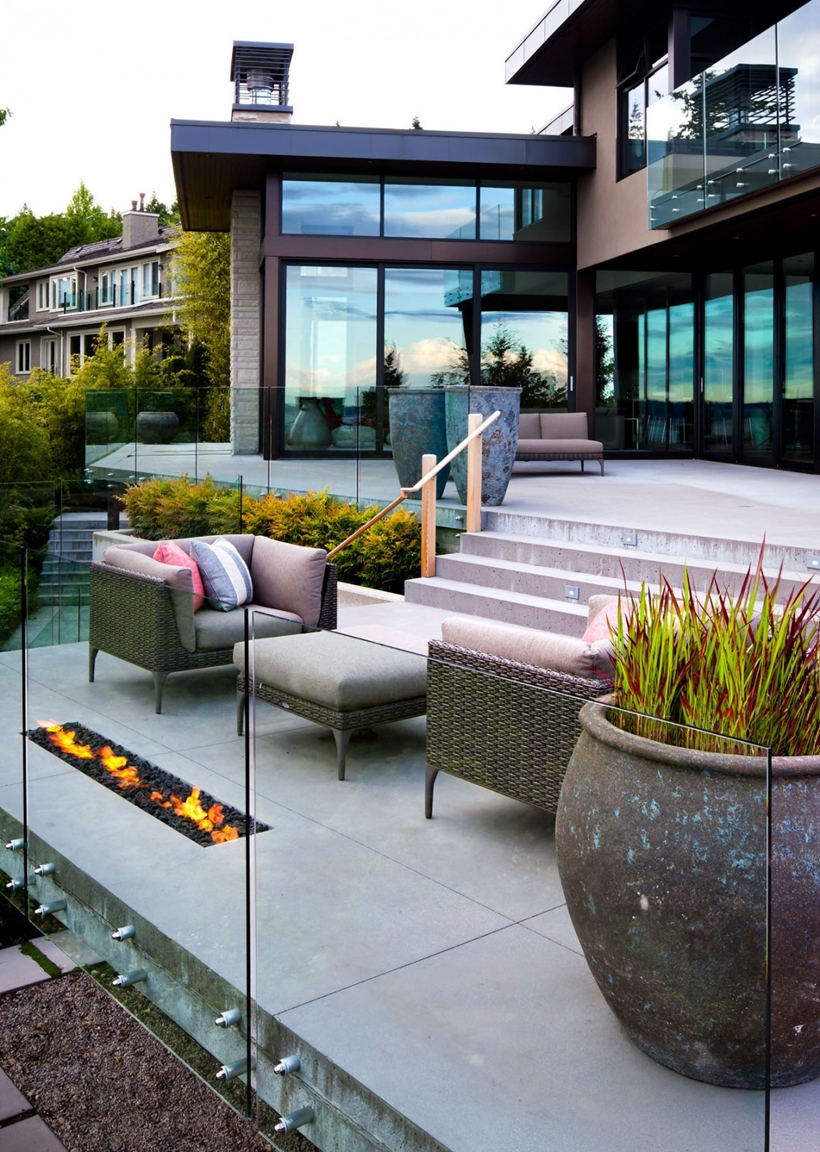 Terrace in Elegant modern house in west Vancouver, Canada