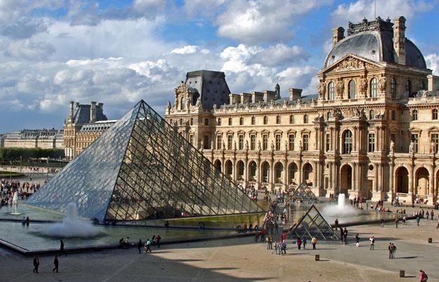 El Museo del Louvre en París