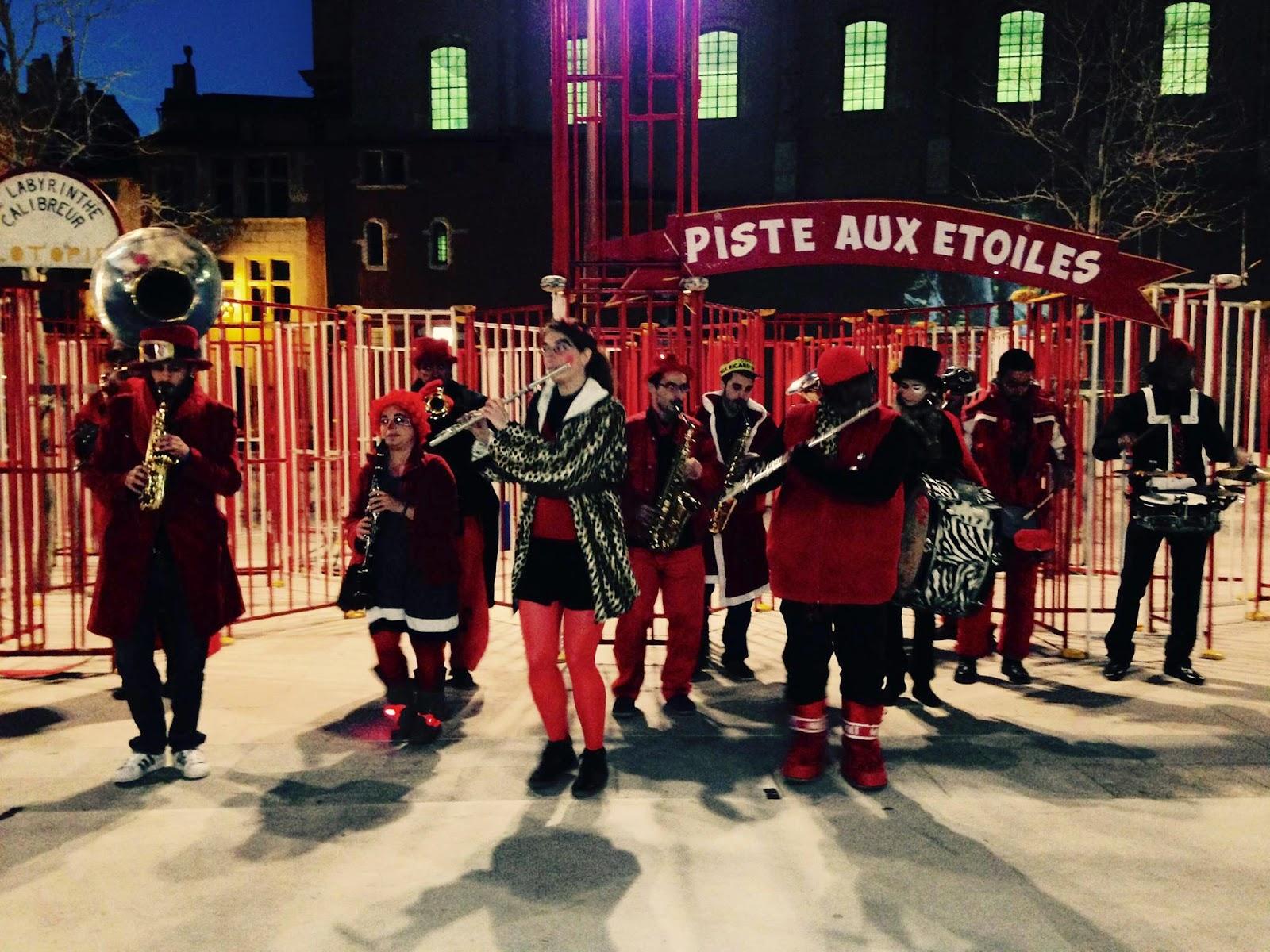 La fanfare Tahar Tag'l en concert de rue en déambulation au Carnaval de Martigues 2015 !
