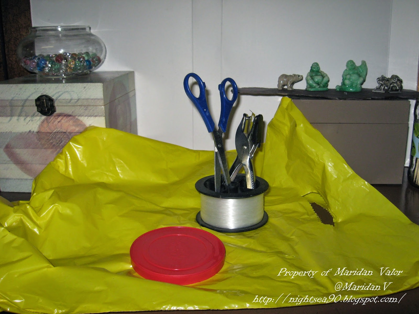 Wind streamer tutorial, recycling plastics; what you will need... read more for step-by-step instructions.