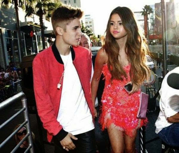 Justin Bieber Selena Gomez di dalam mobil selama 25 menit ngapain ya