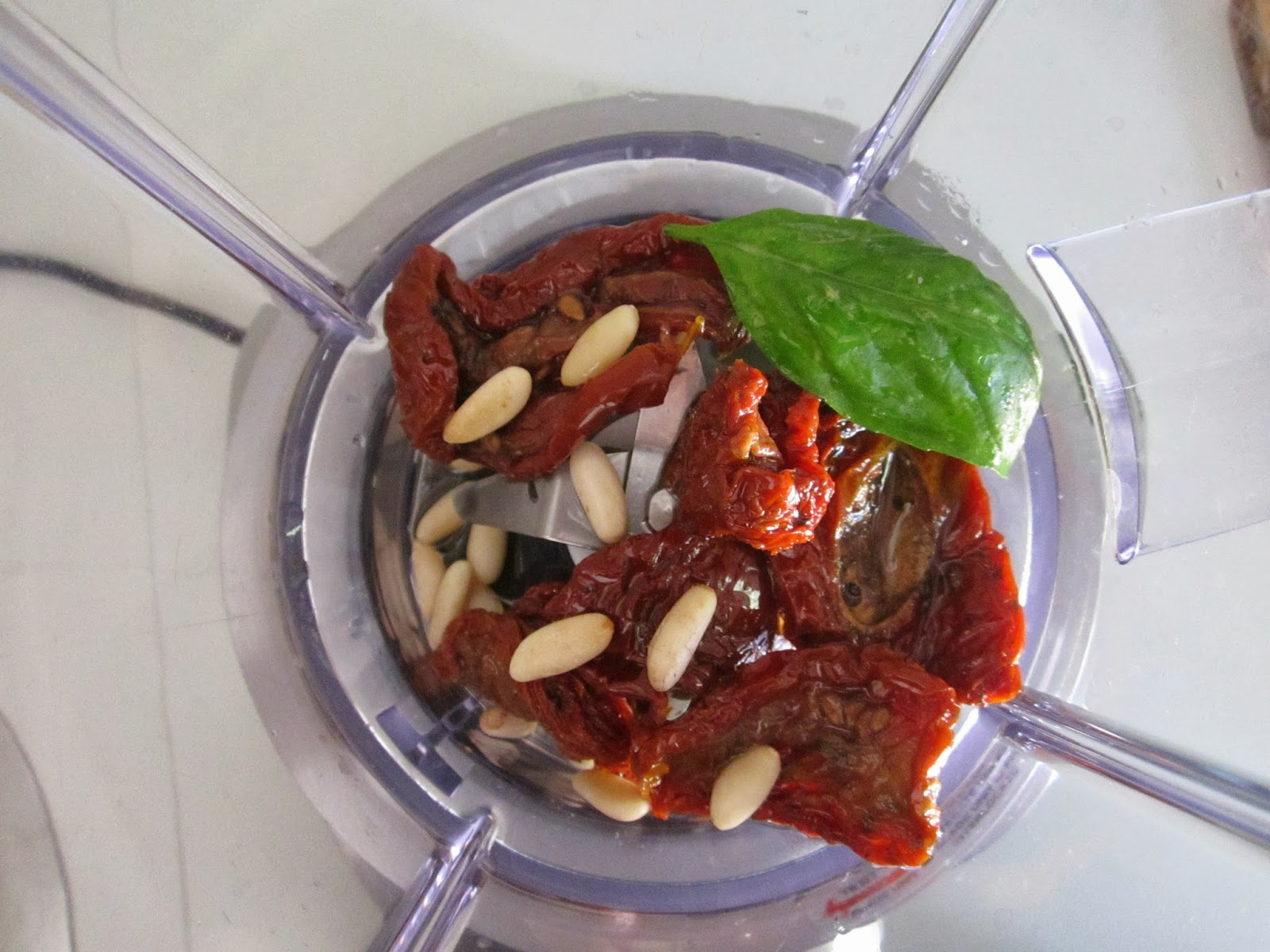 La Credenza Burrata : Torta salata con pesto di pomodori secchi porri e burrata cucina