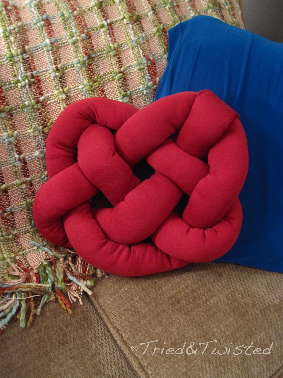 Diy Squishy Knot Pillow : Tried and Twisted: DIY Celtic Knot Heart Pillow